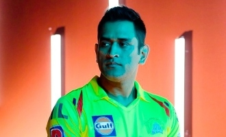 Thala Dhoni's hilarious play with a mad CSK fan is so cute - video