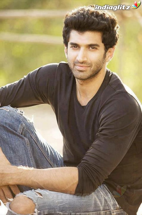 Aditya Roy Kapoor Photos Bollywood Actor Photos Images Gallery