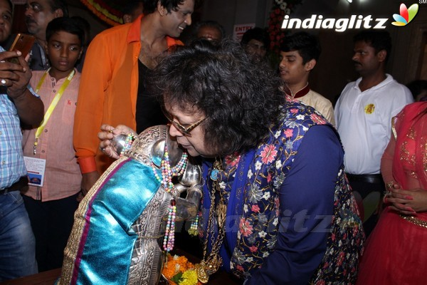 Bappi Lahiri Took Blessings of Andhericha Raja 2017
