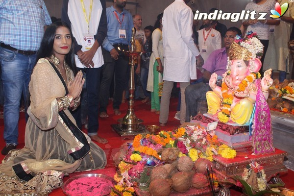Poonam Pandey Came for Darshan at Andhericha Raja