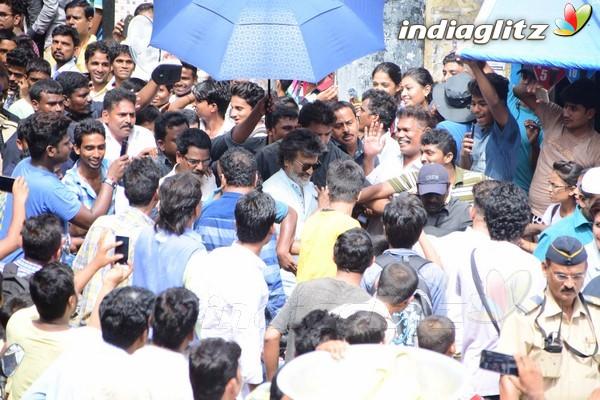 Rajinikanth Shoots for 'Kaala' at Wadala