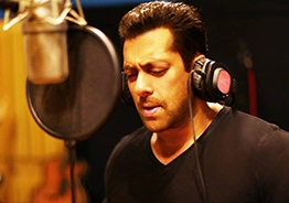Salman Khan Croons A New Love Song In 'Notebook'! Watch Now!