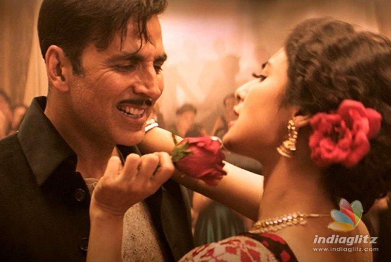 "Akshay Kumar And Mouni Roy's ""Monobina"" From 'Gold' Is Unmissable!"