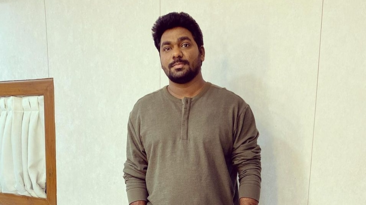 Zakir Khan lashes out on insensitive media workers in a poetic way