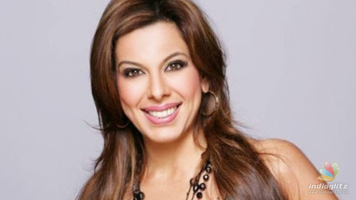 90s star Pooja Bedi had to quit movies for this reason