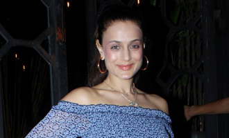 Ameesha Patel Spotted at Korner House Bandra