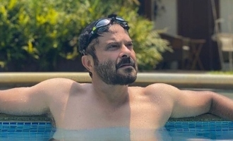 Anil Kapoor sends fans in a frenzy by taking a shirtless stroll on beach