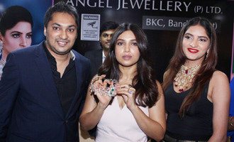 Bhumi Pednekar Promotes 'Toilet - Ek Prem Katha' at Jewellery Exhibition