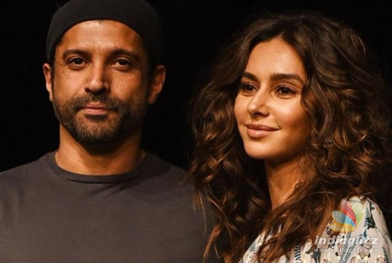 Farhan Akhtar & Shibani Dandekar's Holiday Pics From Mexico Are Going Viral!