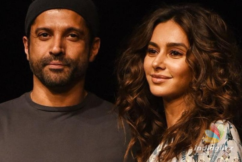 Farhan Akhtar And Shibani Dandekar's Latest PDA Can't Be Missed!