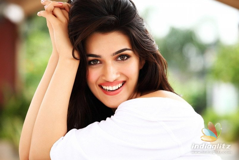 Kriti Sanon Is Having A Great Time With The Sweetest Person On Housefull 4 Sets