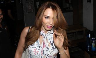 Iulia Vantur Spotted At Hakim S. Aalim Saloon