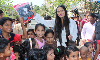 Poonam Pandey Distributes Raincoat To Needy Kids