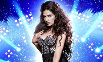 Richa Chadda has banned the use of cell phones on 'Cabaret' set: Check Why?