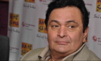 Here's how makers are planning to finish Rishi Kapoor's last film 'Sharmaji Namkeen'.