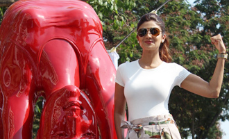 Shilpa Shetty Inaugurates Her Yoga Posed Statue