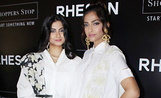 Sonam Kapoor & Rhea Kapoor at Press Showcase of High Street Brand Rheson
