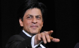Watch Shah Rukh Khan's Heart-Melting Gesture For A Fan!