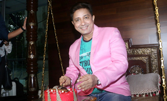 Sukhwinder Singh Celebrates Pre-Birthday With Fans