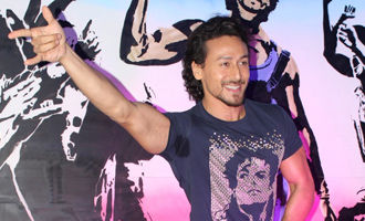 Tiger Shroff Unveils Graffiti Artwork of Ravi Kaul