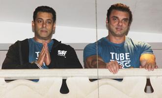Salman Khan Fans Celebrate 'Tubelight' Trailer Launch Outside Galaxy