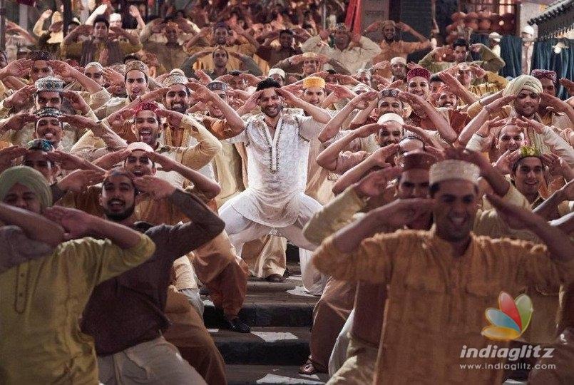 "Kasam Se Varun Dhawan & Kiara Advani Are ""First Class"" In The New 'Kalank' Song!"