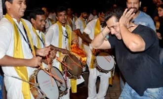 Salman Khan's Madly Dance at Ganpati Visarjan 2015