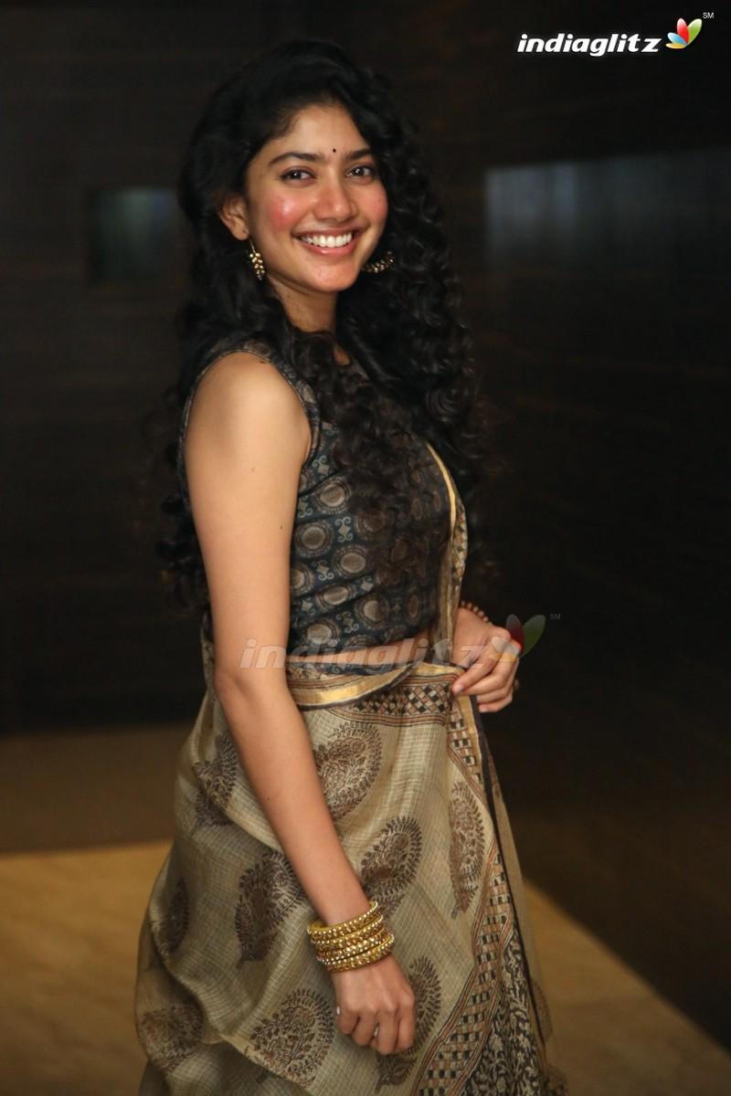 Sai Pallavi Photos - Tamil Actress photos, images, gallery
