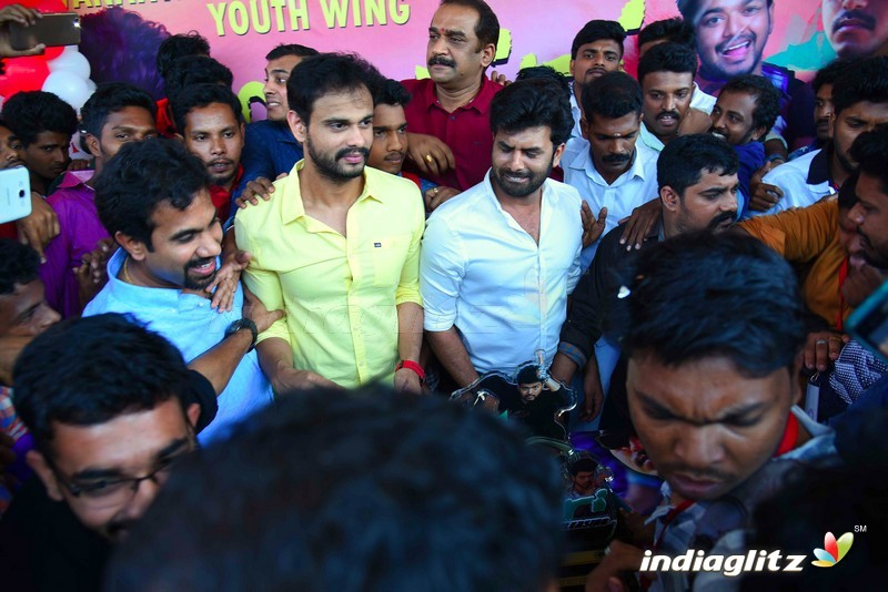 Sunny Wayne's New Movie Pokkiri Simon launch with Vijay fans
