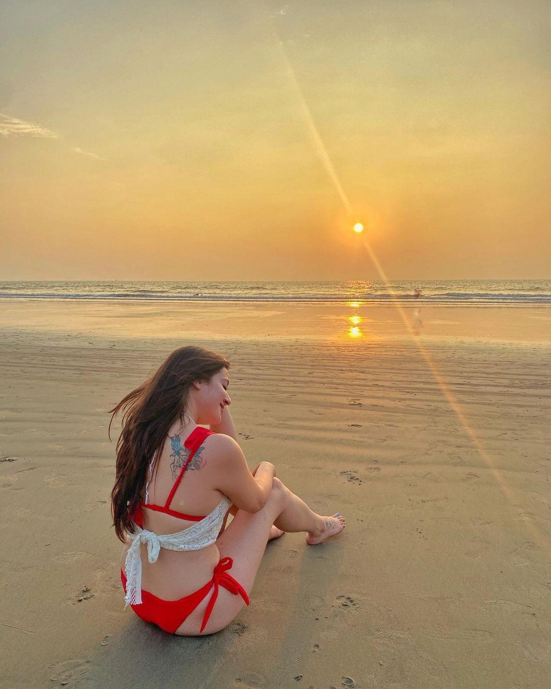 Priyal got new pics at Goa