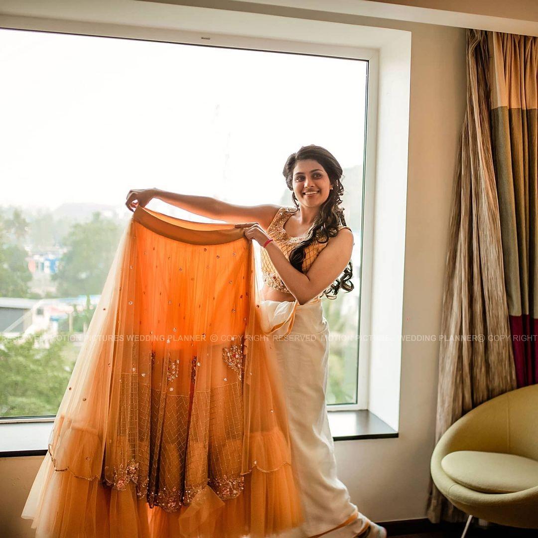 Alina Parikkal engagement ceremony pics