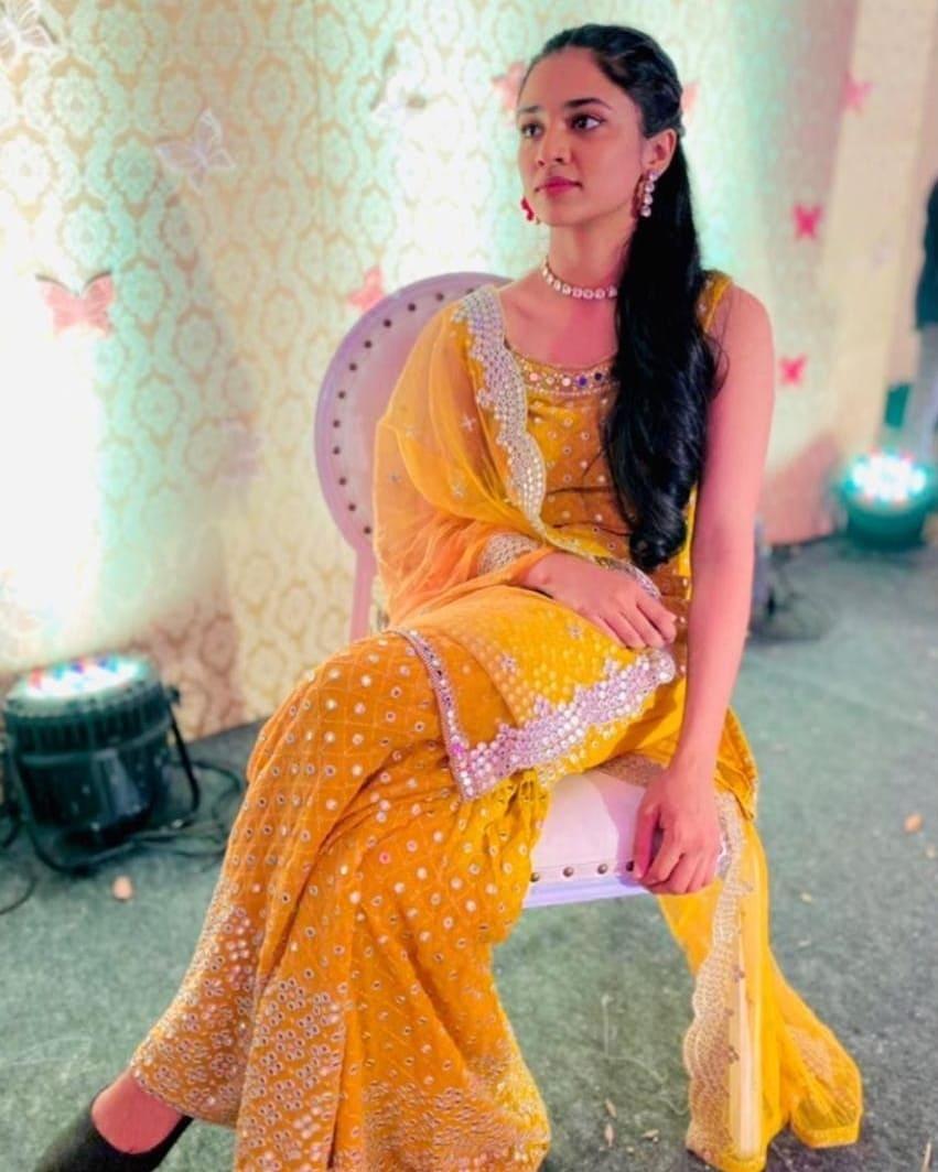 meenakshi dileep daughter pics