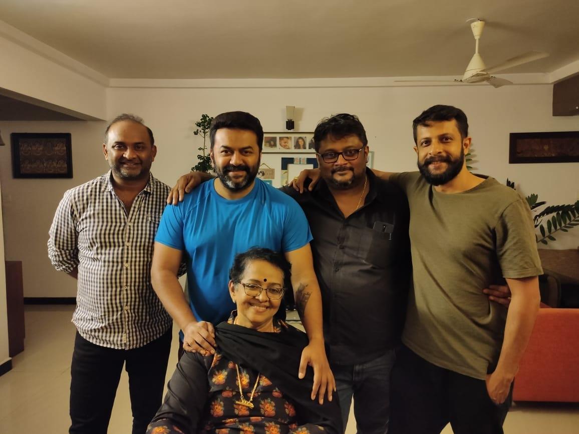mallika sukumaran with family