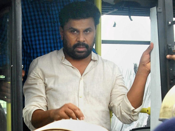 actress Dileep