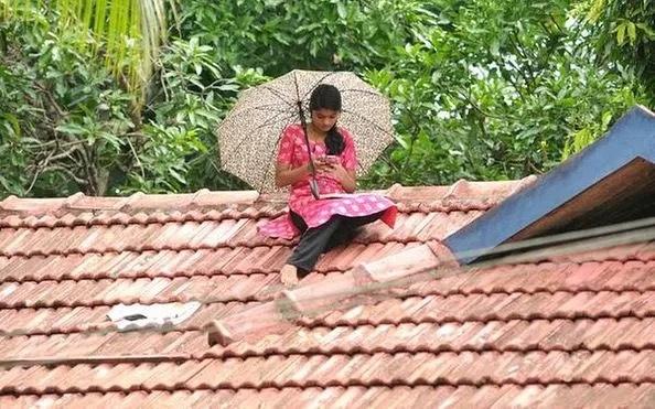 kerala rooftop girl