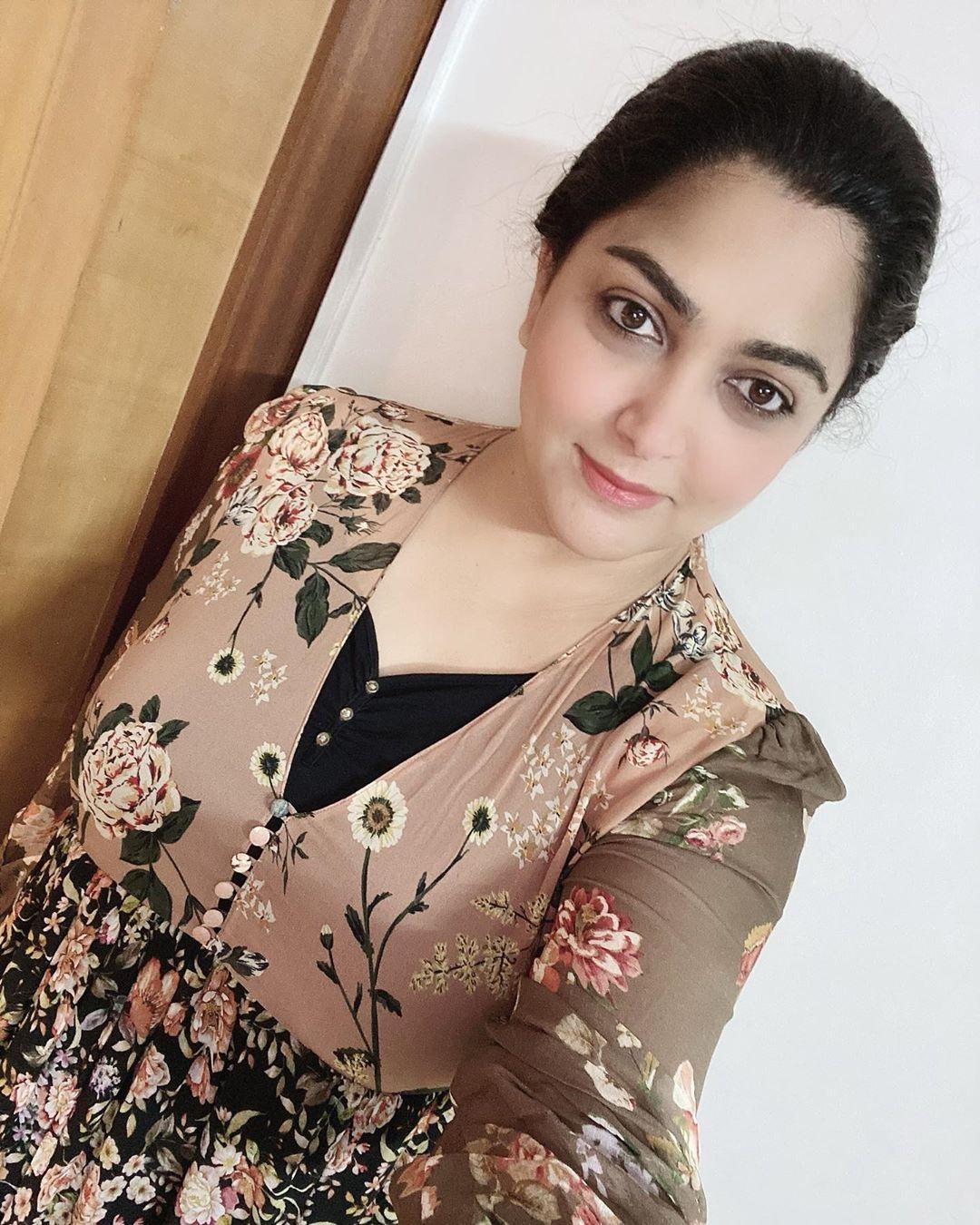 khushbhoo new look