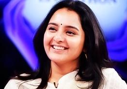 Manju Warrier donates TV sets to help students kerala virtual class