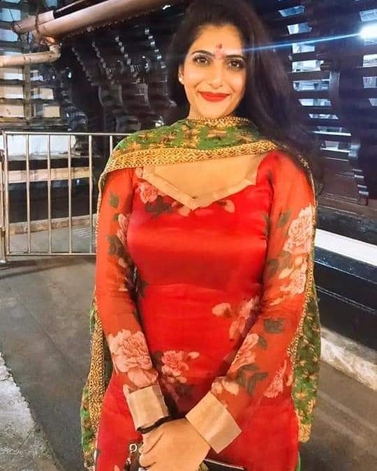 Neha Saxena actress mohanlal