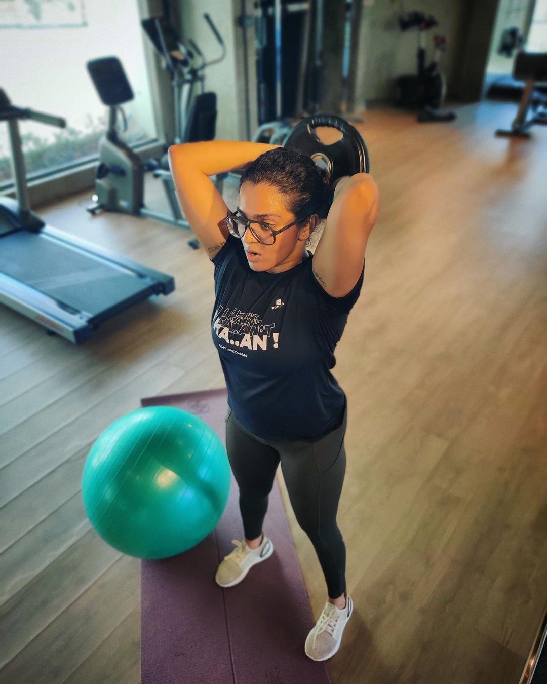 Parvathy workout photos 1