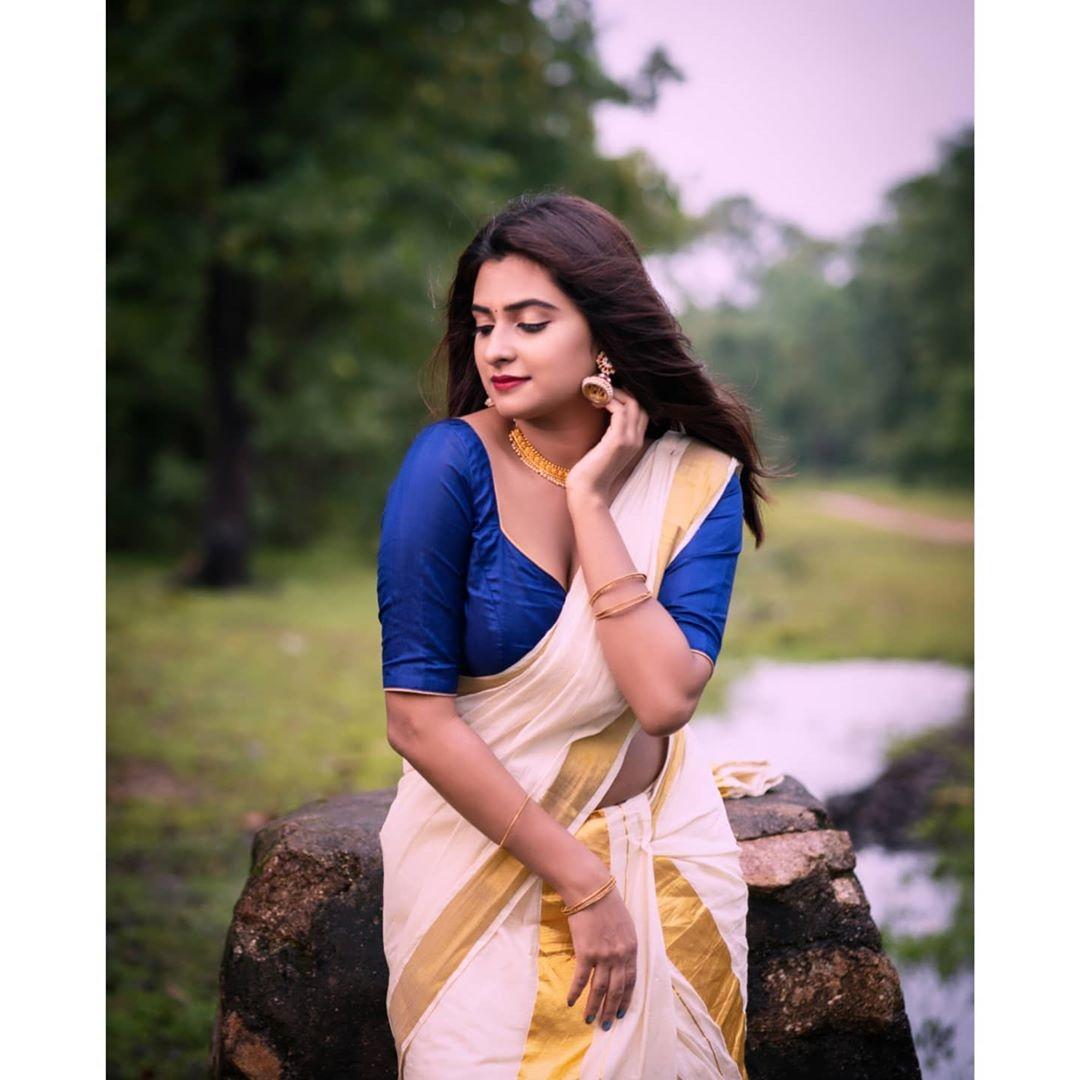 Parvathy Arun saree pics