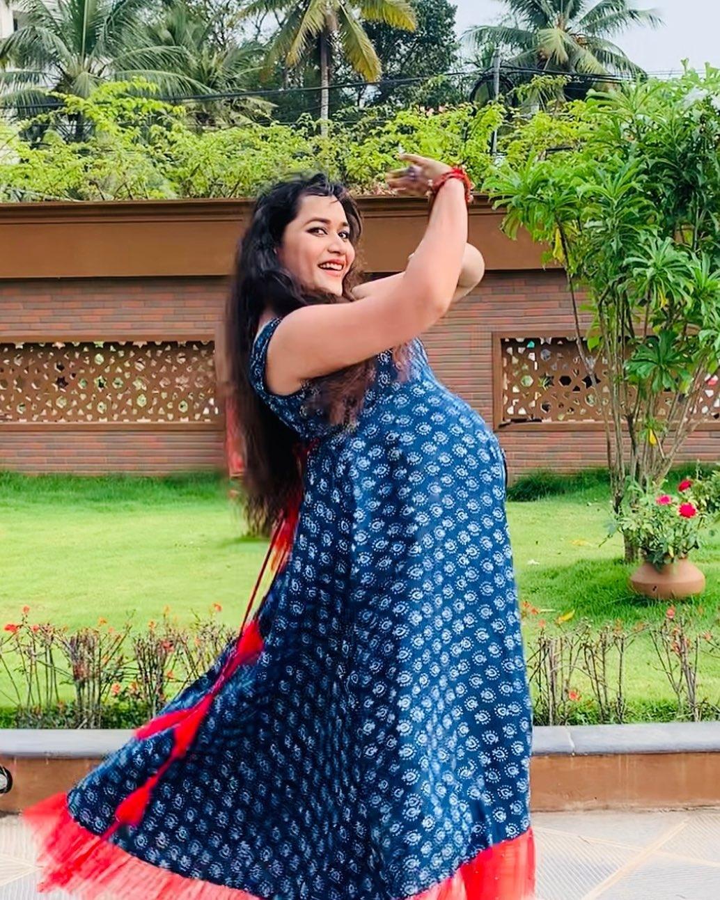 Parvathy Krishna baby bump dance