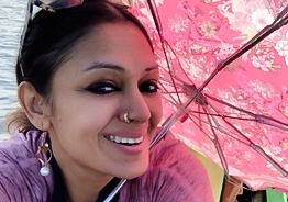 You cannot miss this throwback picture of Shobana