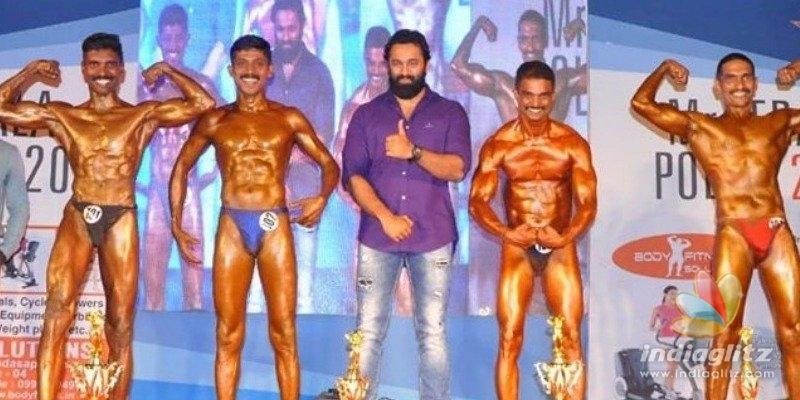 Muscle Aliyan Unni Mukundan awards Mr. Kerala Police