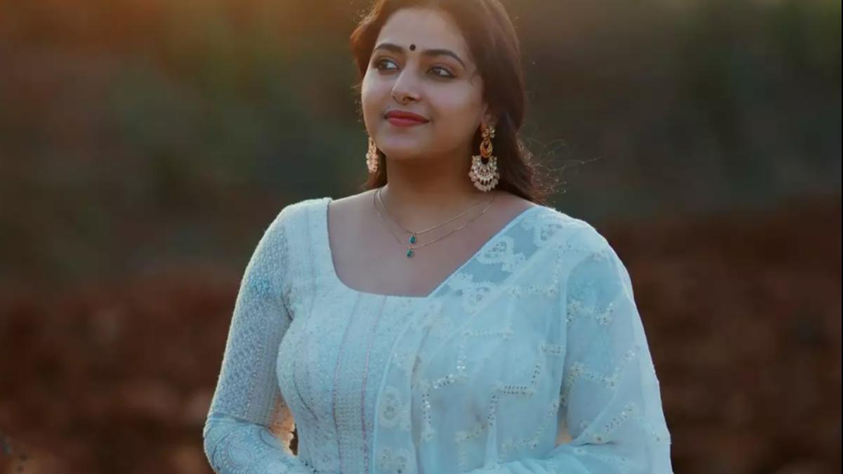 Actress Anu Sitharas latest dance video goes viral!