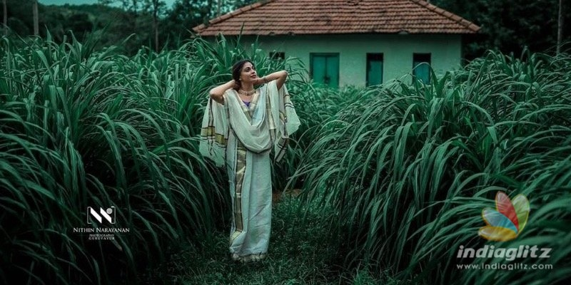 PHOTOSHOOT: Anusrees takes a dip in river wearing Kerala saree!