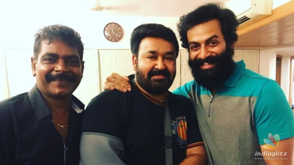 VIRAL: Prithviraj posts a candid picture with Mohanlal