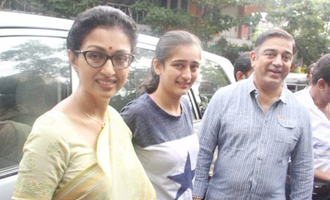 Kamal Hassan registers vote with Gauthami