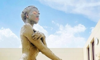 Popular actress takes mud bath, pic goes viral!