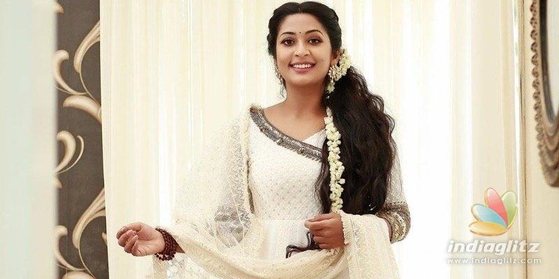 Watch Navya Nairs birthday celebration at home!