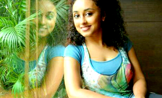 Pearle Maaney apologises for 'Thengakola'